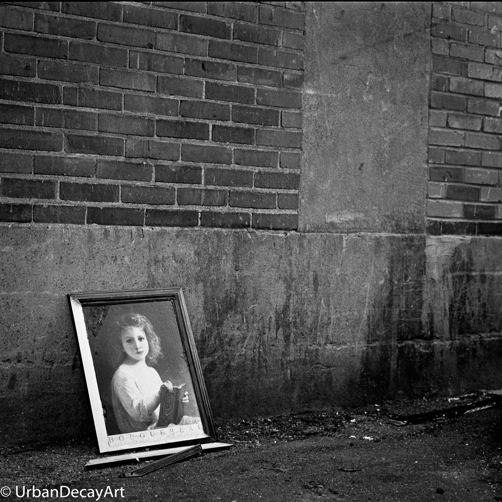 Girl in the alley2 (1 of 1).jpg