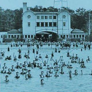 Bath house on Belle Isle. (photo: Detroit Historical Society) #belleislebeach #dipndivedetroit #public #outdoorswimmingindetroit