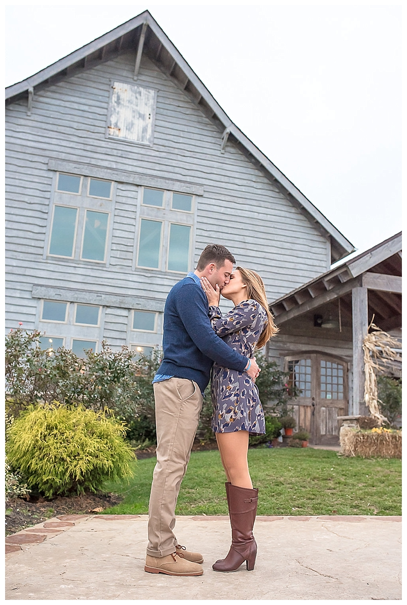 Red Oak Weddings | New York, New Jersey and Pennsylvania wedding vendors, resources and inspiration for the modern couple | Engagement Session | Laura Lee Photography