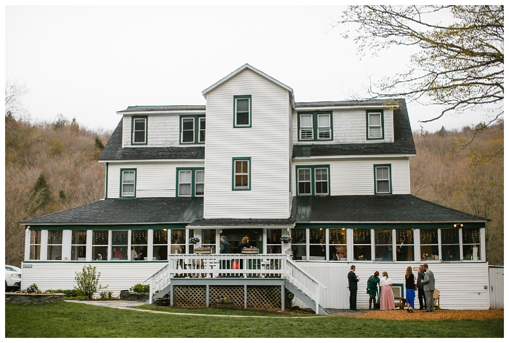New York Weddings | Full Moon Resort in the Catskills | Real weddings, engagements and inspiration for the modern NY Bride | www.redoakweddings.com