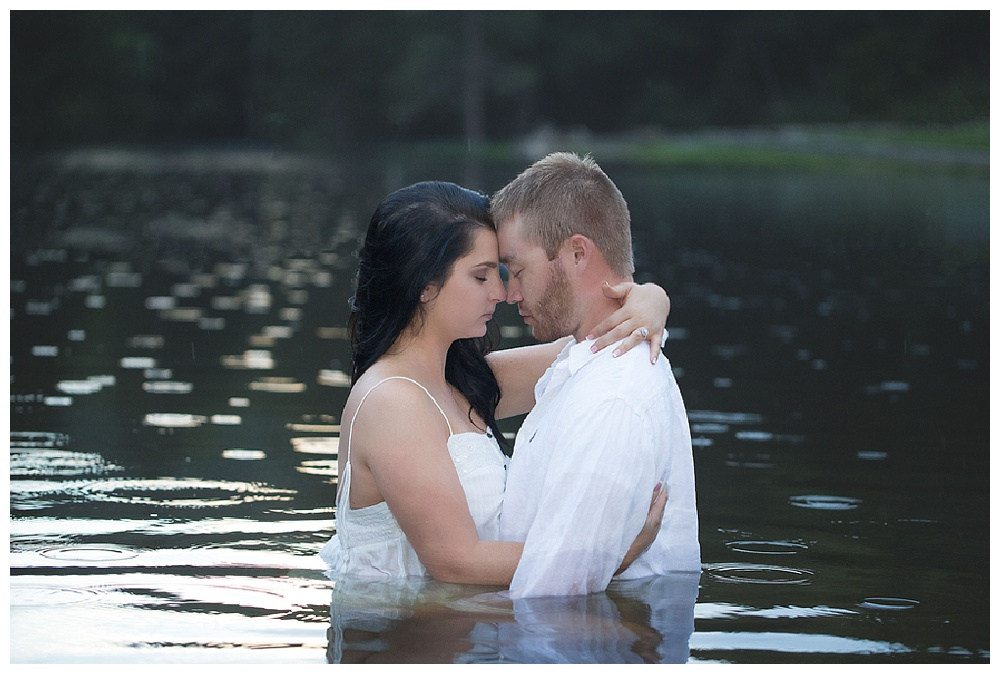 Pennsylvania Engaements | Halfway Dam, PA | Real weddings, engagements and inspiration for the modern PA Bride | www.redoakweddings.com