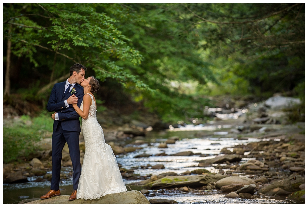 NY Weddings | Full Moon Resort, Big Indian, NY | Real weddings, engagements and inspiration for the modern NY Bride | www.redoakweddings.com