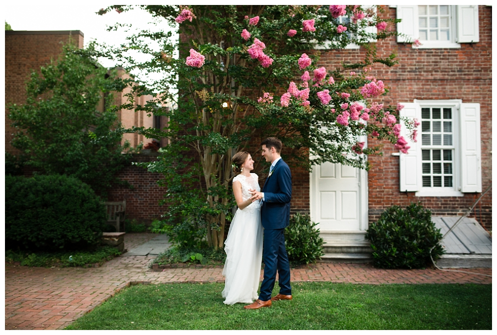 Pennslyvania Weddings | Christ Church, Philadelphia, PA | Real weddings, engagements and inspiration for the modern NY Bride | www.redoakweddings.com