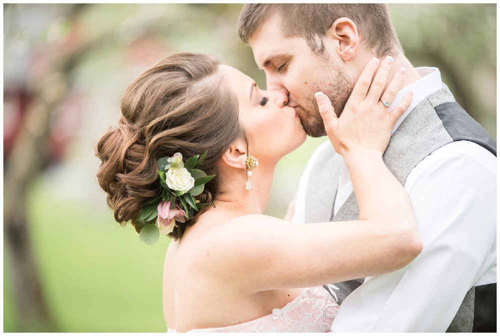 Poconos Wedding Inspiration | Memory Town, PA | Real weddings, engagements and inspiration for the modern PA Bride | www.redoakweddings.com