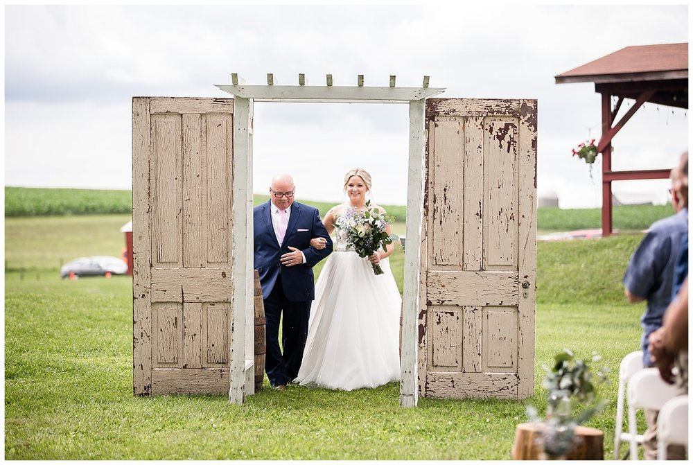 Pittsburgh Farm Wedding | Renshaw Family Farms | Freeport, PA | www.redoakweddings.com