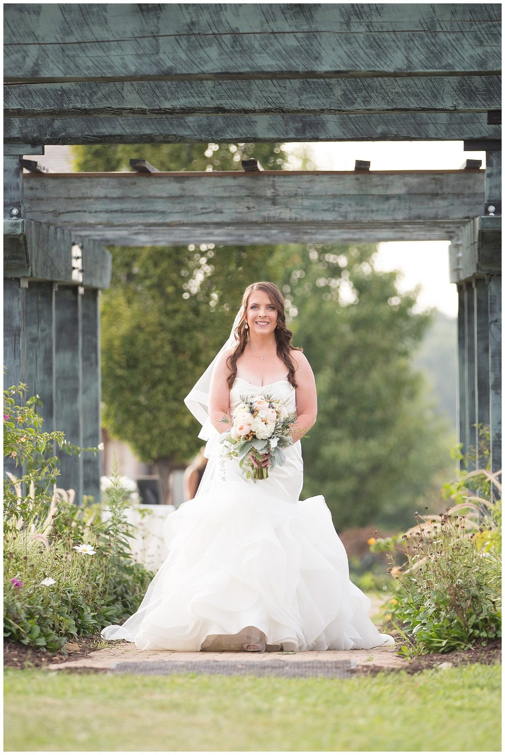 Pennsylvania Farm Wedding | Rich Farms Nursery | Smithtown, PA | www.redoakweddings.com