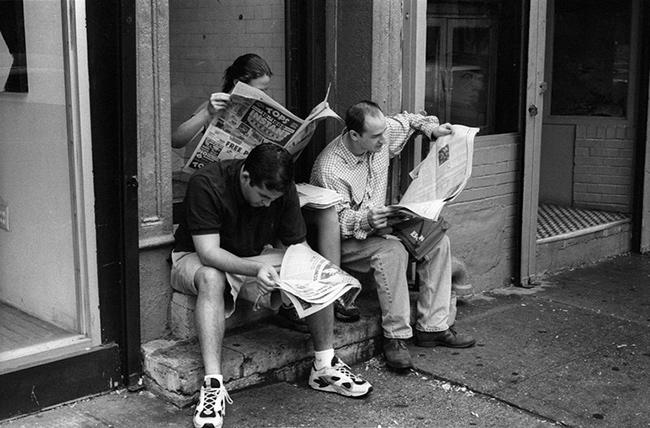 People-reading-newspapers.jpg