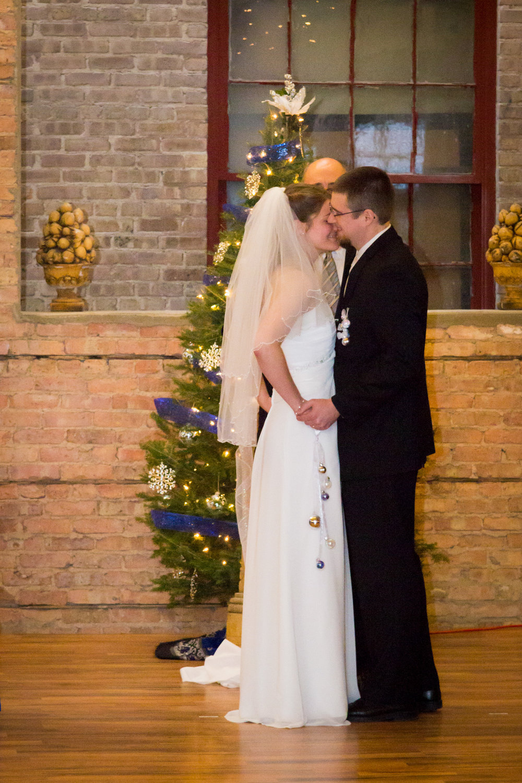 ben_sierra_starline_factory_wedding_10.jpg