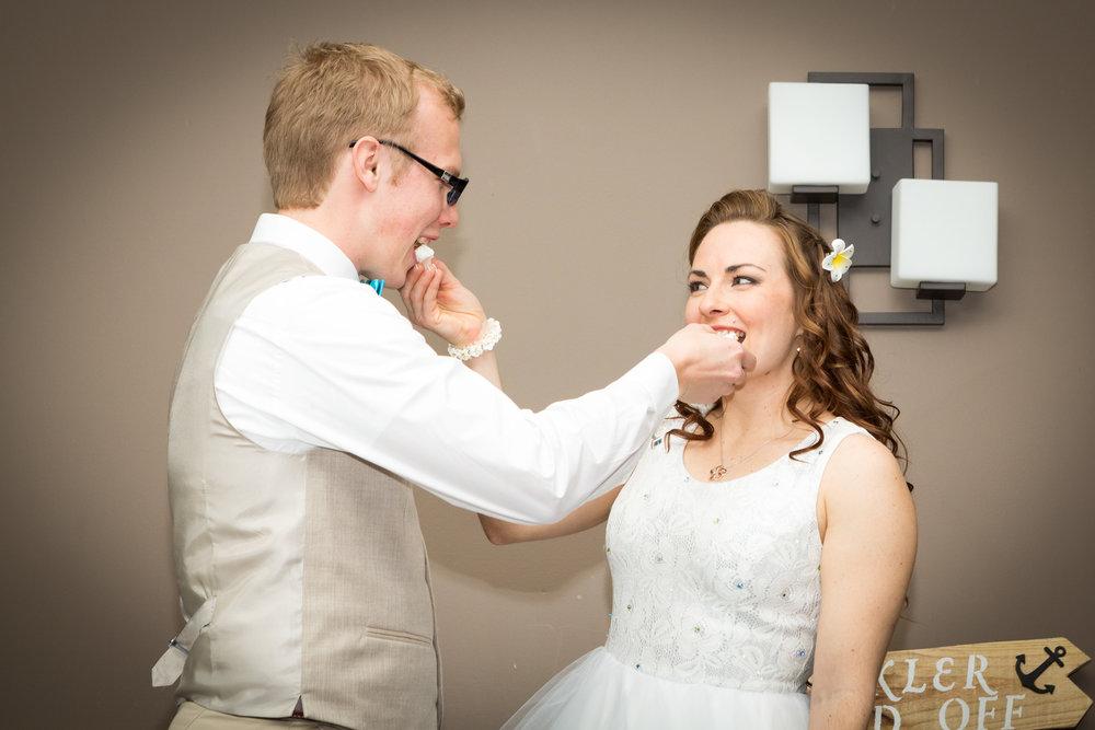 bride_groom_wedding_cake_2.jpg