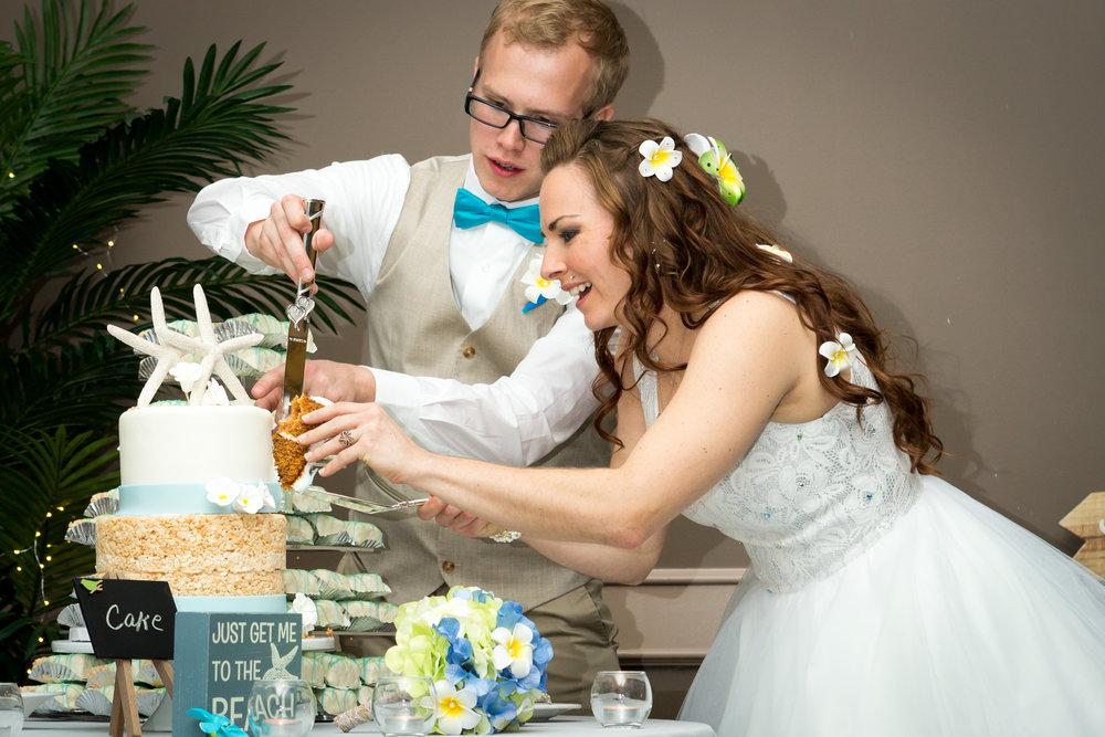 bride_groom_wedding_cake_3.jpg