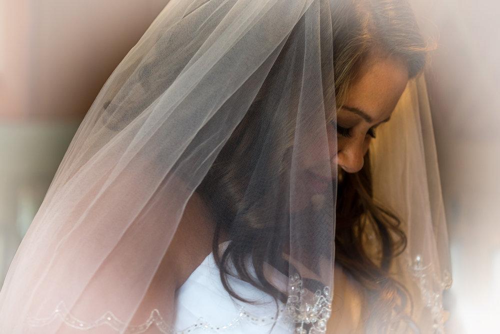 annie_bride_getting-_ready_limousine_barrington_wedding_4.jpg