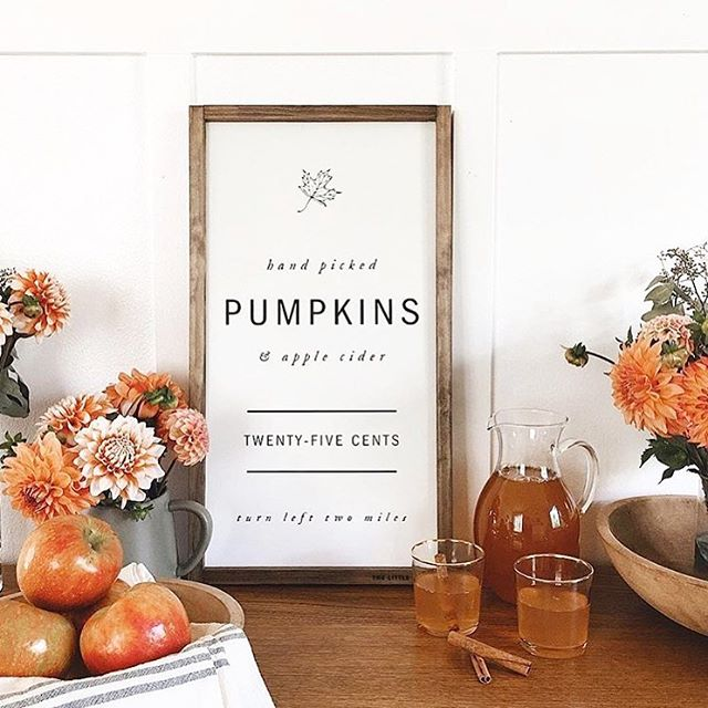 Happy first day of Fall! 🍂🍁 // Joyeux début d'automne! 🍂🍁 ©️📷: @roozen.abode . . . #fall #falldecor #automn #sweaterweather #pumpkins #applecider #applepicking #flowers