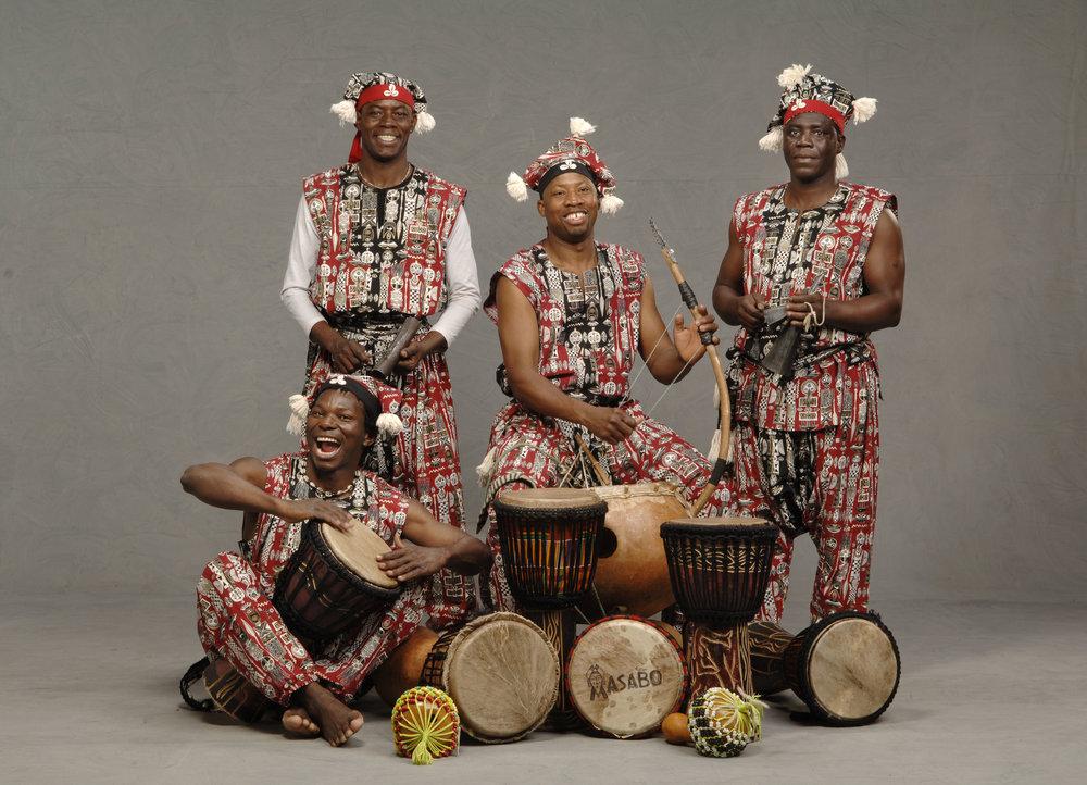 Masabo - Fana Soro & Masabo Culture CompanyDimanche 3 juin @ 16h-La Scène Blue SkyeLundi 4 juin @ 14h-La Scène Blue SkyeGrâce à un spectacle incroyable et de haute énergie, Masabo a enchanté les enfants à travers le Canada tout en ouvrant leurs esprits et leurs cœurs avec une expérience enrichissante sur le plan culturel. Les maîtres musiciens, danseurs et conteurs partagent la beauté et l'énergie des cultures traditionnelles d'Afrique de l'Ouest dans une performance qui explore les thèmes de l'interculturalisme et de la communauté. Grâce à des présentations interactives et participatives,Fana Soro & Masabo Culture Company est très en demande dans les provinces d'origine de l'Ontario et de la Colombie-Britannique. Bon pour tous les âges, et pour les déficiences visuels