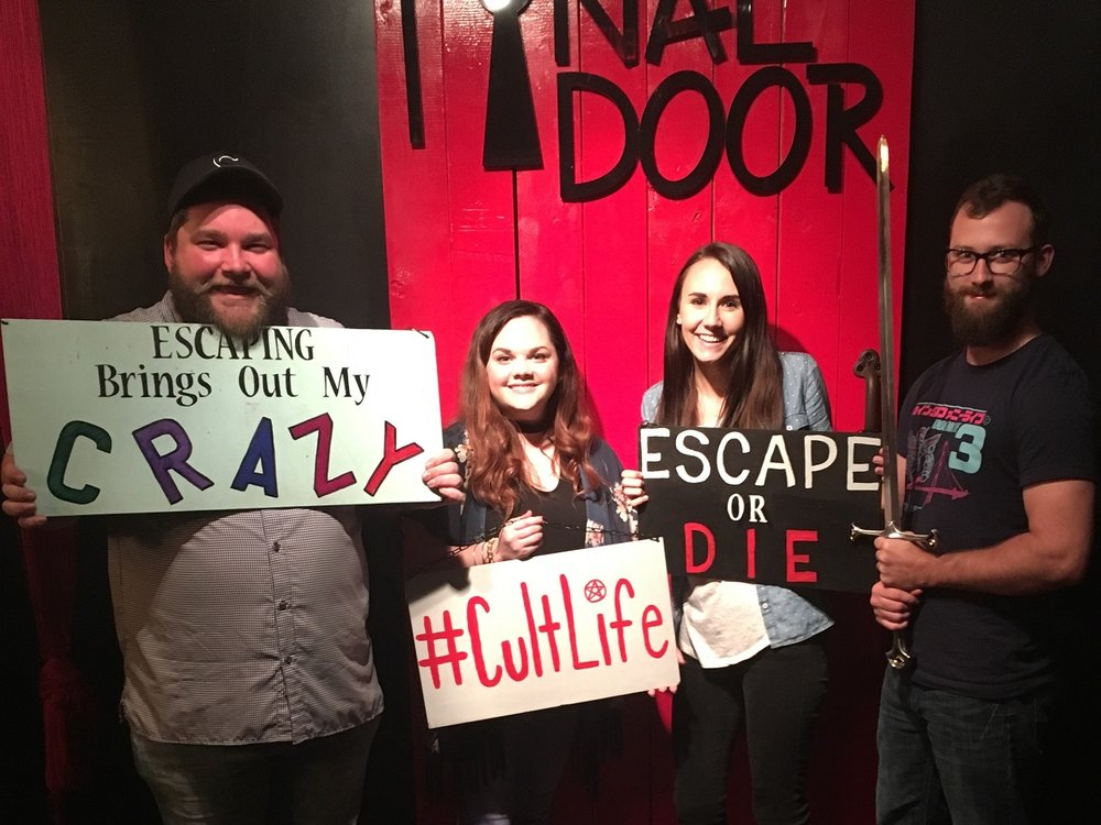 the-final-door-escape-room-columbia-sc-team-picture-01.jpg
