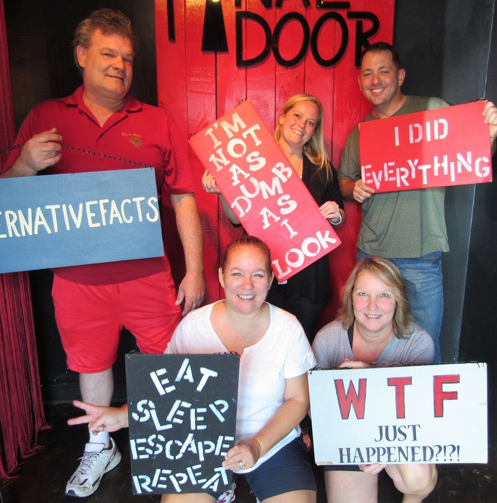 the-final-door-escape-room-columbia-sc-team-picture-02.jpg