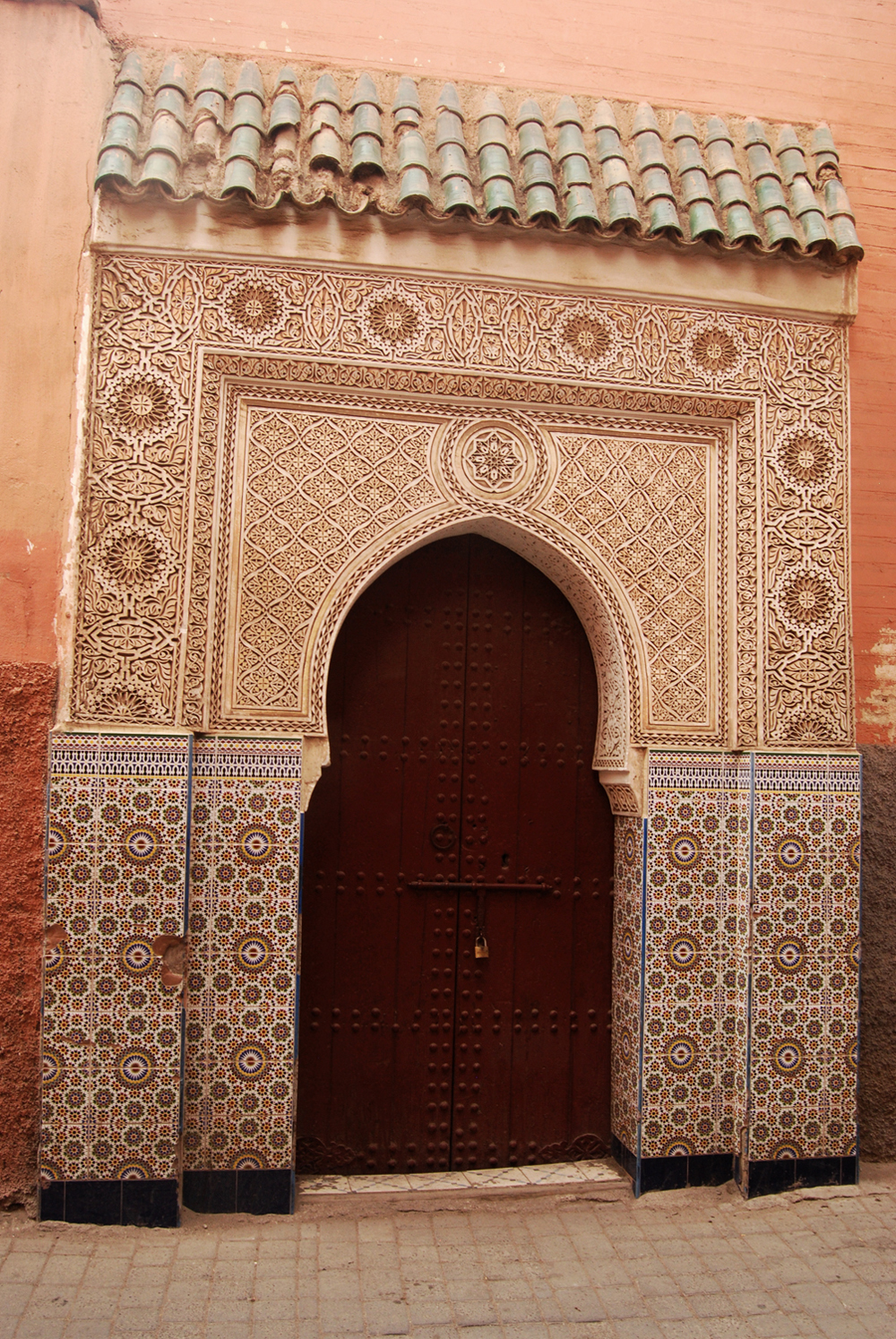 A local I met at a conference at the University Cadi Ayyad explained that for historic, cultural and climatic reasons, social and family life happens inside a riad (a traditional Moroccan house) or a building. Therefore, a windowless, three story high wall might enclose a colorful and busy reality of everyday life.