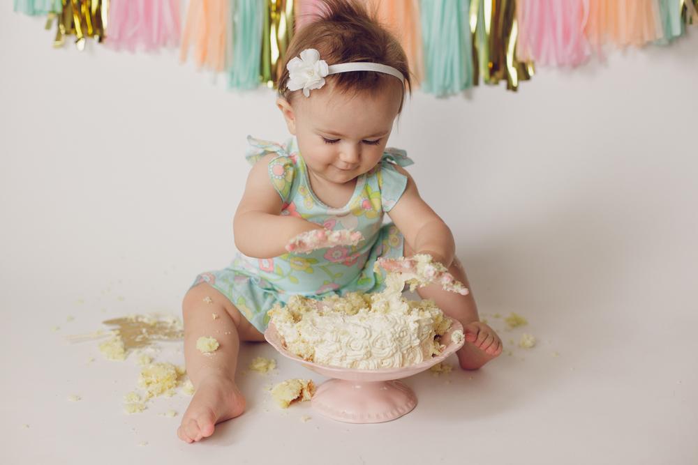 olivia cake smash -30.jpg