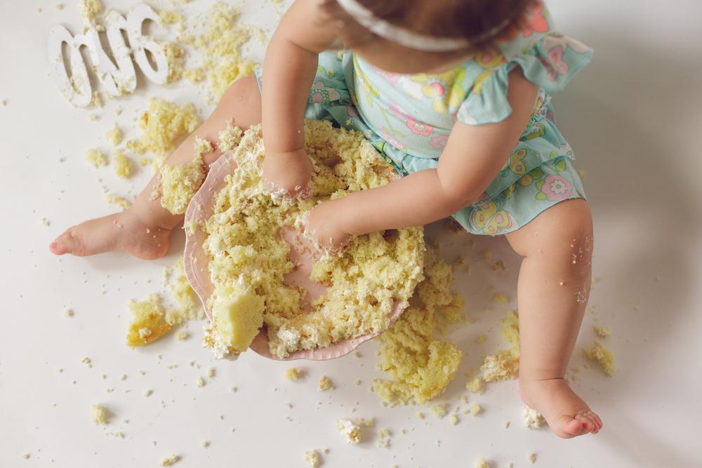 olivia cake smash -43.jpg