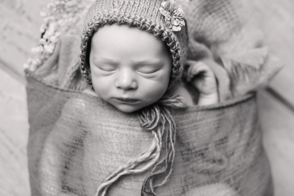 winter newborn -58bw.jpg