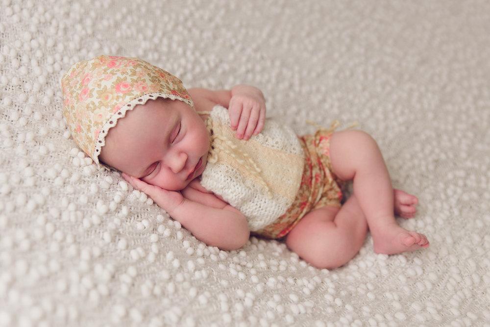 lily newborn -14.jpg