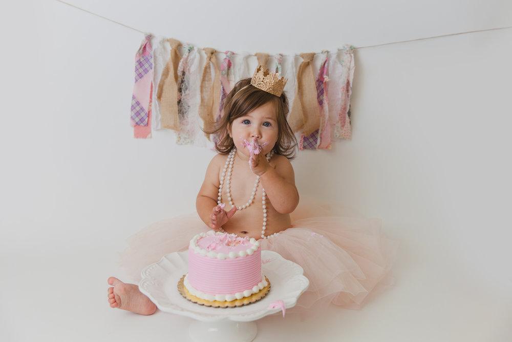 evelyn cake smash -38.jpg