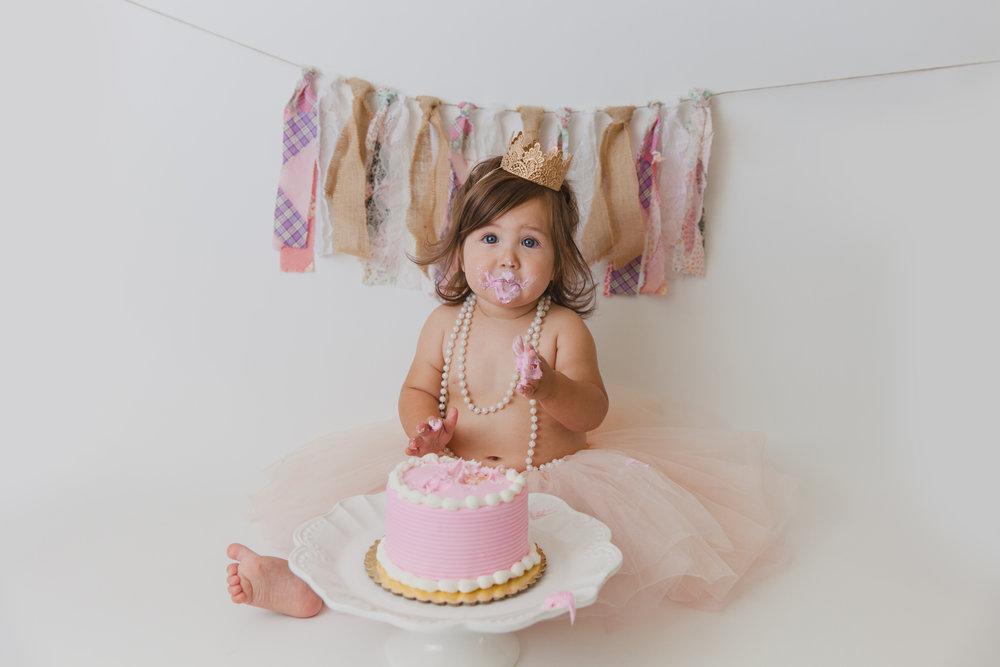 evelyn cake smash -39.jpg