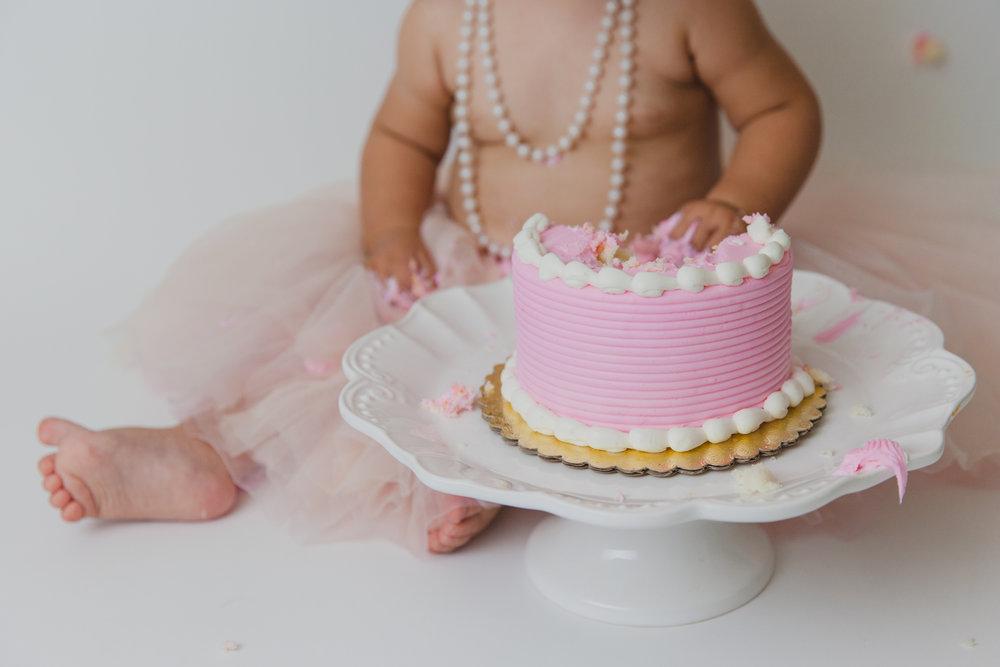 evelyn cake smash -58.jpg