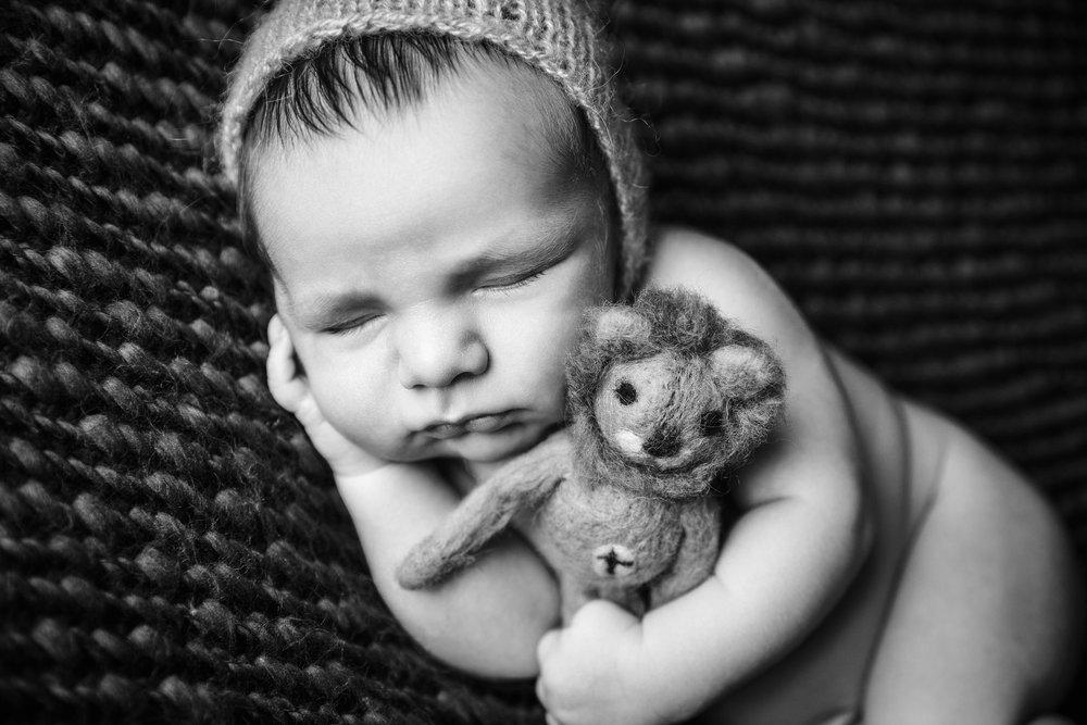 newborn myles bw -12.jpg
