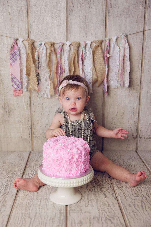 mackenzie cake smash -15.jpg