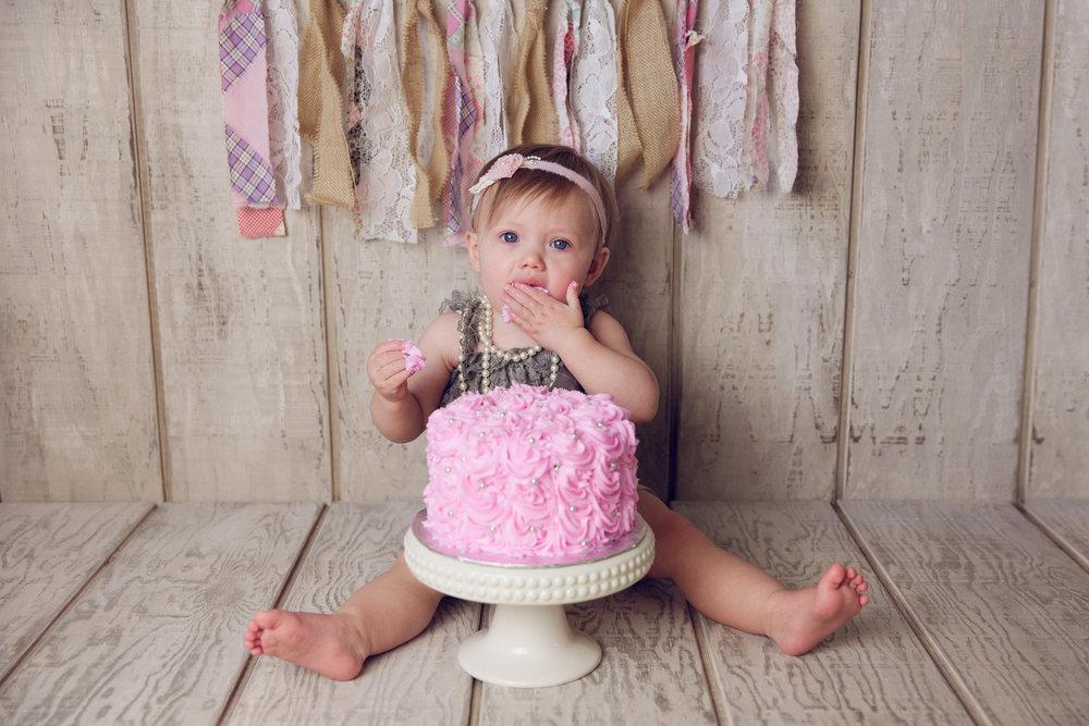 mackenzie cake smash -21.jpg