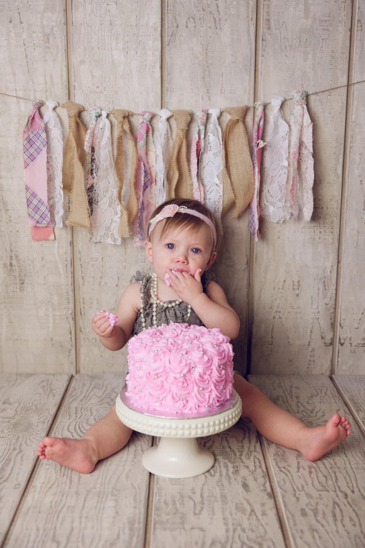 mackenzie cake smash -22.jpg