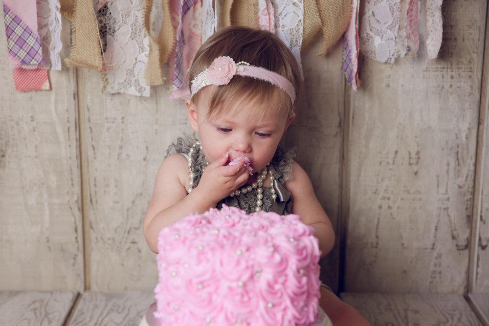 mackenzie cake smash -25.jpg