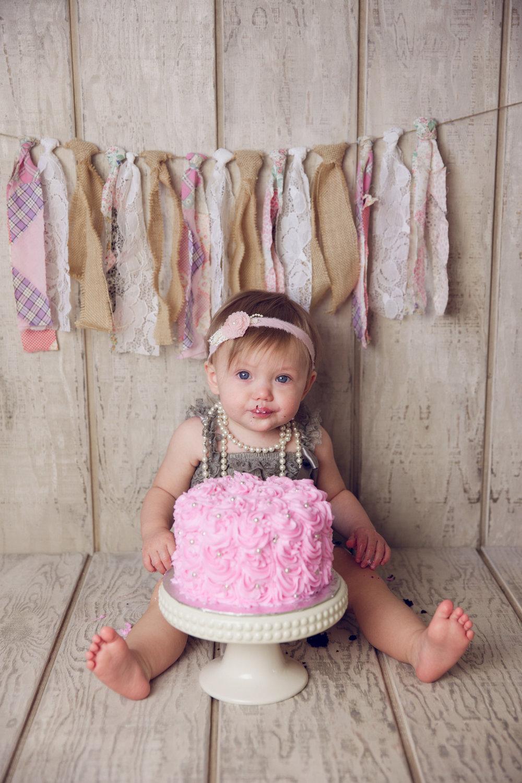 mackenzie cake smash -35.jpg