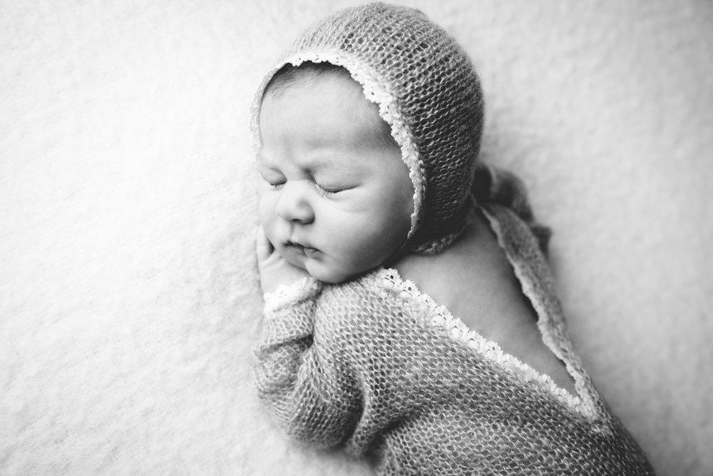isla newborn  (23).jpg