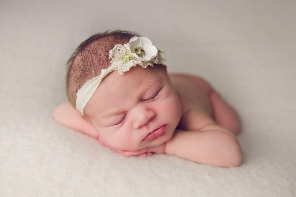 isla newborn  (30).jpg