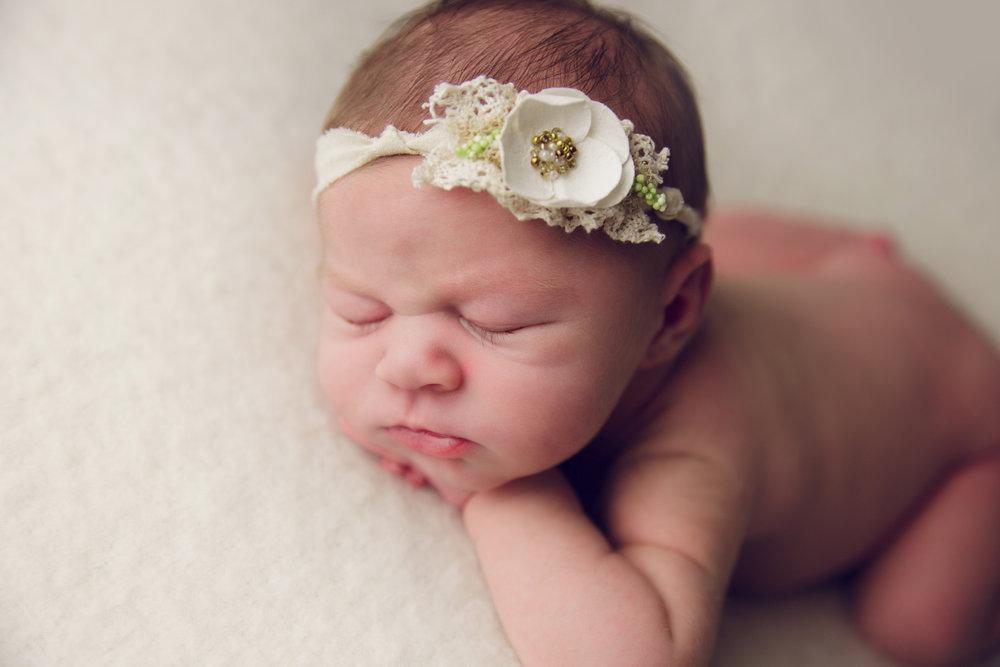 isla newborn  (33).jpg