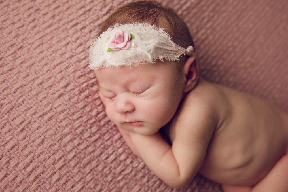 isla newborn  (43).jpg