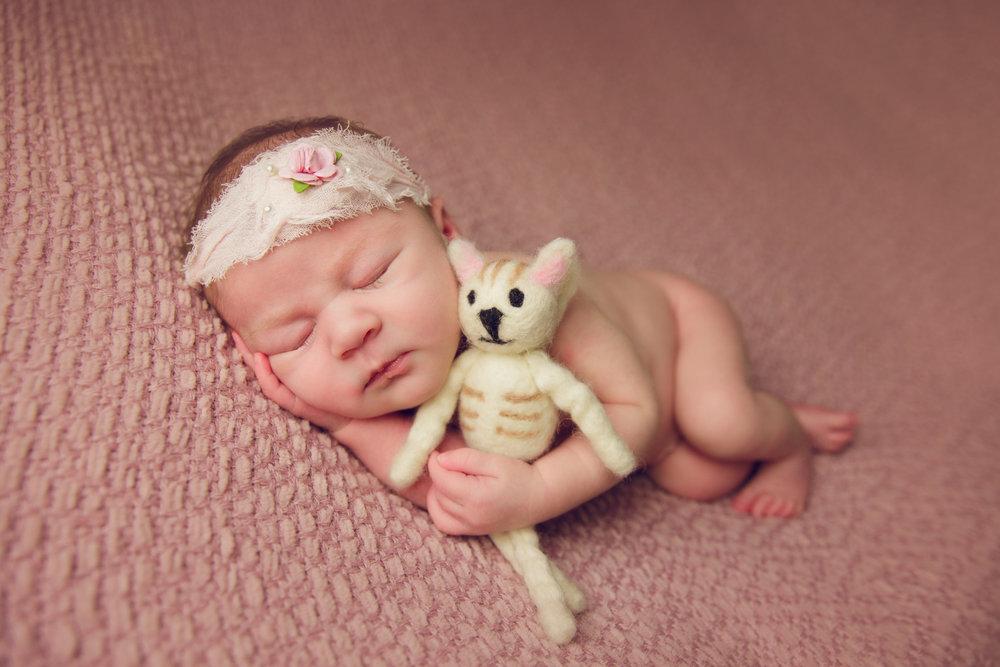 isla newborn  (45).jpg
