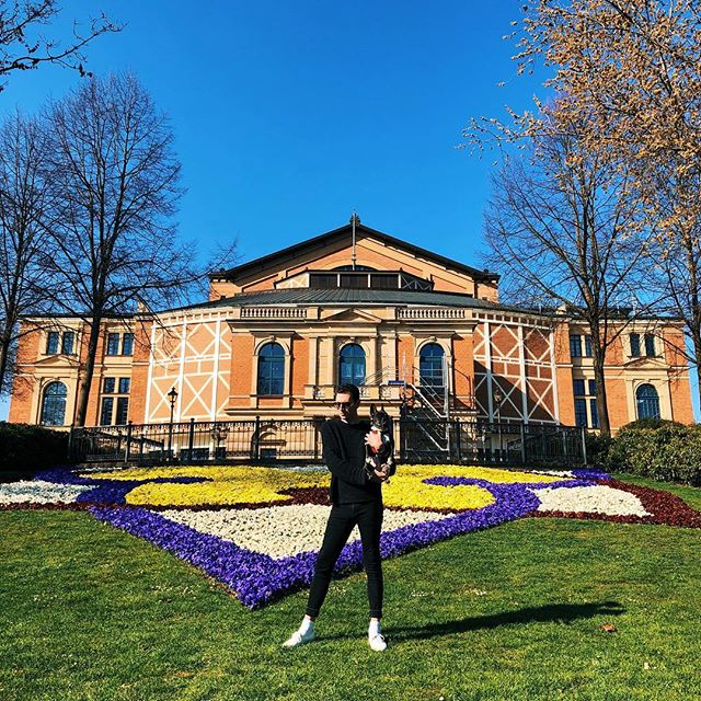 """I'm very happy to be jumping-in for Froh in Das Rheingold this week at Theater Chemnitz • Since Bayreuth a.k.a """"Wagnerland"""" lies directly on the way from Karlsruhe, we had no choice but to stop by for a quick visit to say hello to my good friend Ricky! 😜🌈💍🎶 #bayreuthfestspielhaus #opera #mecca #wagnerland #holyland #bayreuth #festspielhaus #dasrheingold #froh #richardwagner #ringcycle #derringdesnibelungen #einspringen #tenor #operasinger #operasingersofinstagram #theaterchemnitz #jamesedgarknight - @dietheaterchemnitz"""