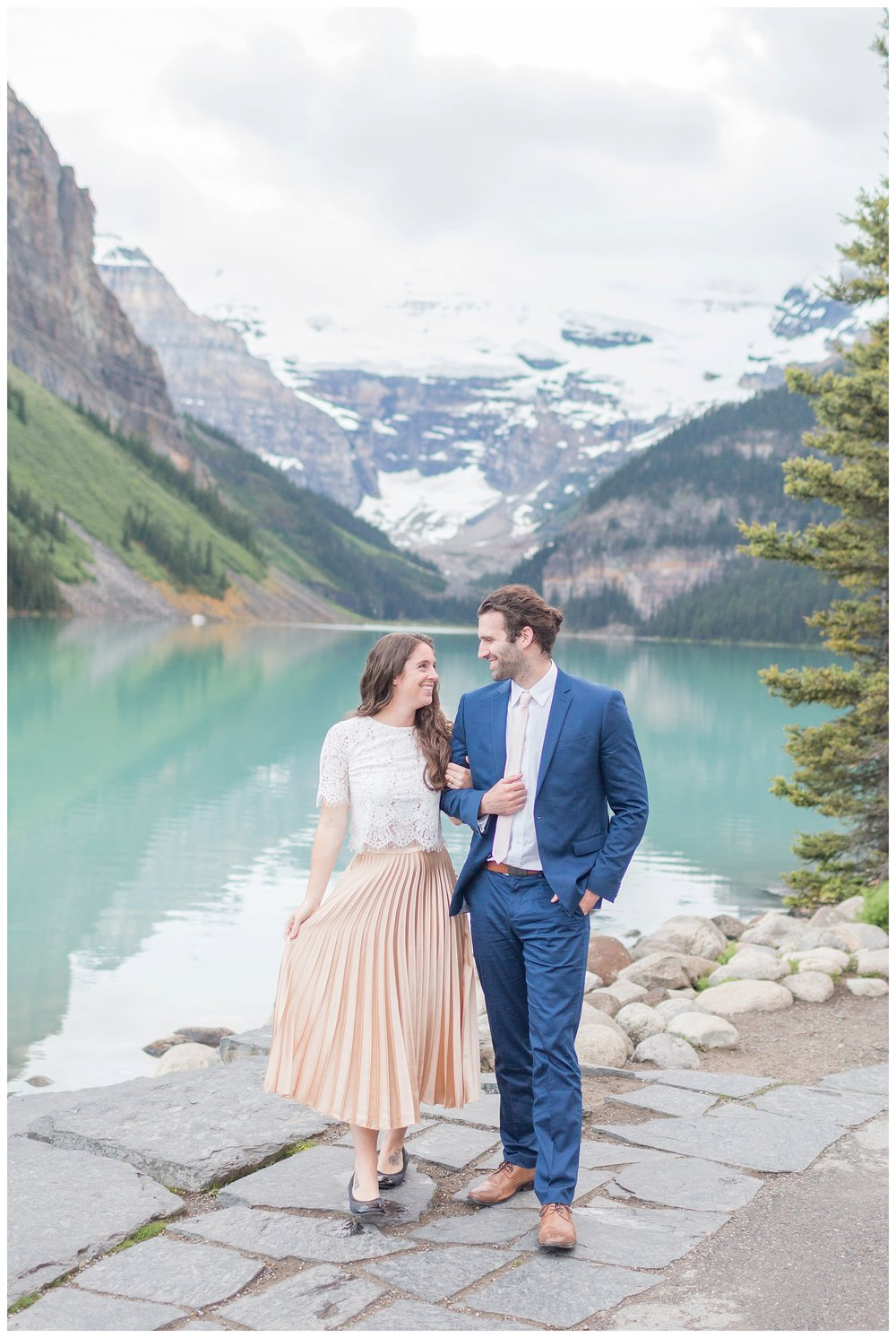 Lake-Louise-engagement_0006.jpg