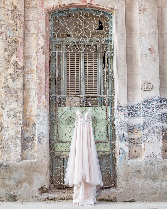 What's that? You're about to get bombarded with Cuba photos all week on Instagram? Why yes. Yes, you are... & I'm not even the littlest bit sorry. 🇨🇺While I'm anxiously awaiting my film to return, I'm sharing some digital sneak peeks! This is probably my favorite dress shot of all time. A massive thank you to @cathyebrada for allowing me to bring this gem to Cuba with me! 👗Business is all about relationships & without Cathy my editorial dreams would have never been possible #risingtidesociety
