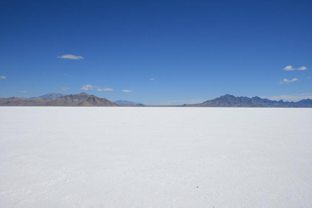 Bonneville_salt_flats_pilot_peak.jpg