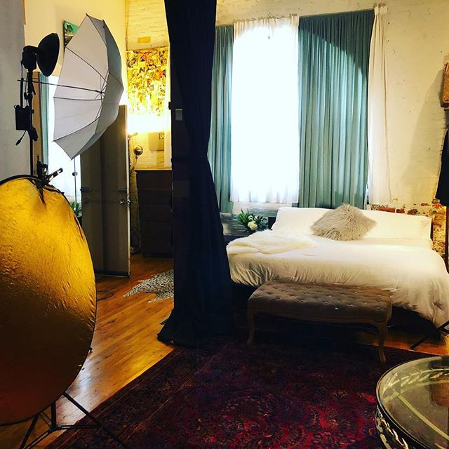 A little #behindthescenes of my Boudoir set up for today. If I were to create a time capsule of my Boudoir business today, I'd put the following three things in it; white sheets, bubbly and a dose of sunshine. Sounds like a perfect weekend getaway to me, happy Friday. What are you taking with you? #30daysofsc #monarchboudoir #weekendvibes💕 . . . . #boudoirphotography #boudoir #boudoirinspiration #boudoirshoot #boudoirstudio #boudoirphotos #boudoirsession #boudoir_stories #boudoirphoto #boudoireyes  #boudoirart #boudoirmodel #boudoirmakeup #boudoirphotoshoot #boudoirnyc #boudoirphotographerny #brooklynboudoirphotographer #brooklyn #brooklynboudoir