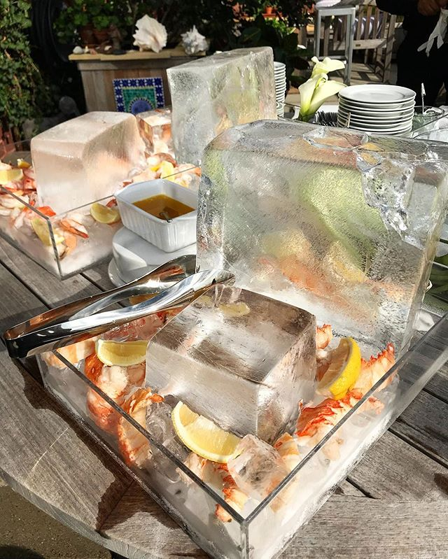 We hope you're enjoying your Labor Day as much as we do! 😋 • #foodstation #seafoodstation #alchemiq #alchemiqevents #catering #nyccatering #caterer #nyccaterer #cateringnyc #lobster #shrimp #chilledseafood #iceblock #iceblocks #fancy #event