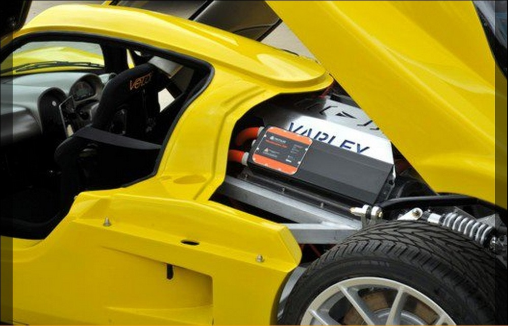 Varley_ev-r-s-450_Superlite_SLC_chassis-body_Engine-side_zps20700d53.jpg
