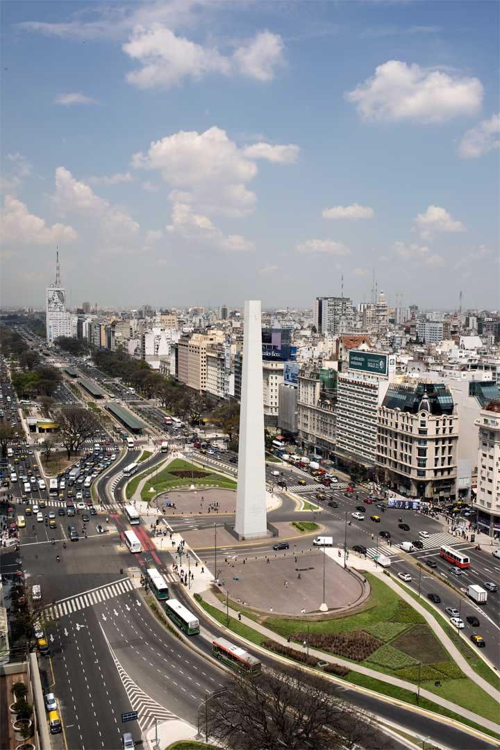Leandro Erlich , La Democracia del Símbolo, 2015 Obelisk and Malba, Buenos Aires, Argentina Courtesy of the Artist