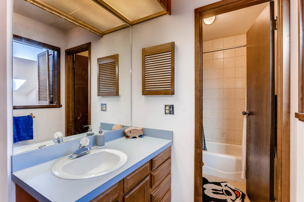 3760 Lakebriar DR Boulder CO-large-015-11-2nd Floor Master Bathroom-1500x1000-72dpi.jpg