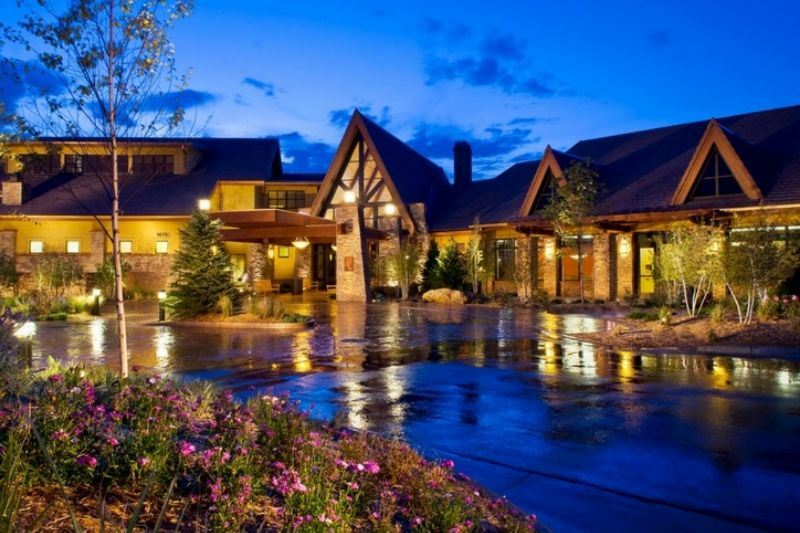 aspen-lodge-entrance-in-anthem-ranch-broomfield-colorado.jpg