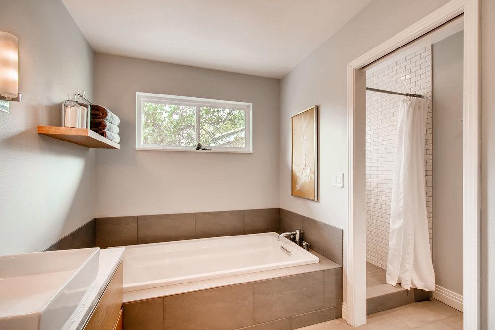 265 30th St Boulder CO 80305-print-015-10-Master Bathroom-3600x2400-300dpi.jpg