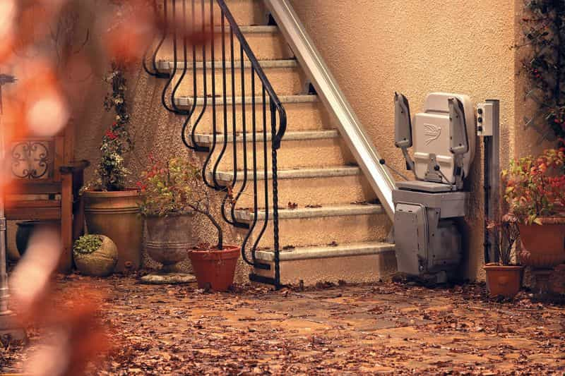 stannah_outdoor_stair_lift_2-min.jpg